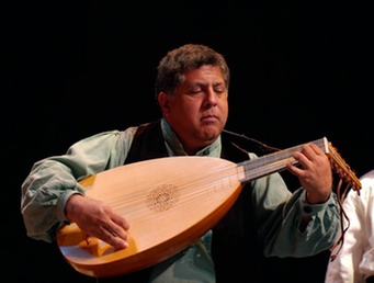 Al Cofrin playing lute